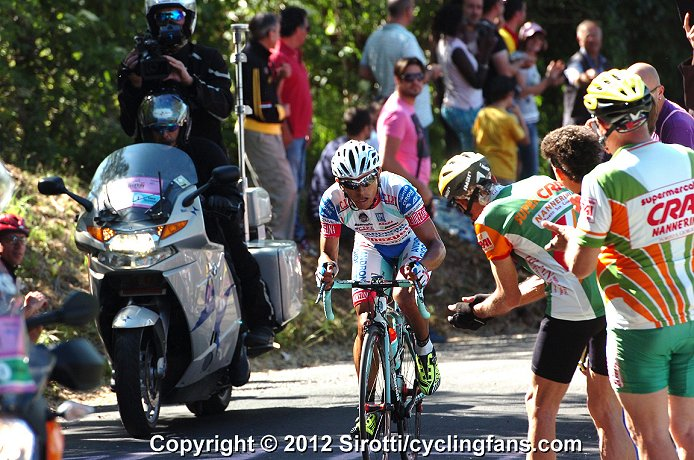 - 2012_giro_d_italia_stage6_miguel_rubiano_breakaway_attack3a