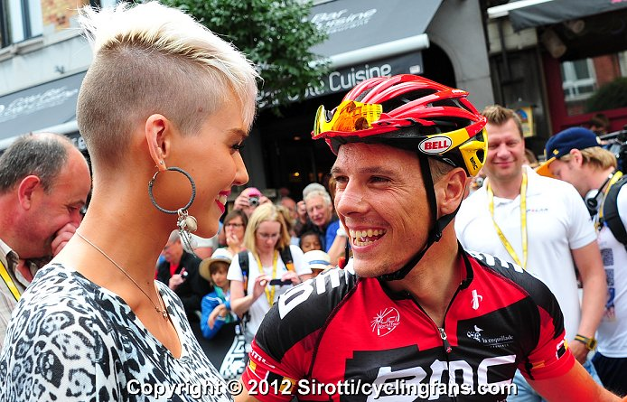 2012_tour_de_france_stage2_vise_philippe_gilbert_wife3a.jpg