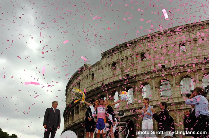 http://www.cyclingfans.net/images/2009_giro_d_italia_denis_menchov_rabobank_final_victory_podium_rome_colosseum.jpg