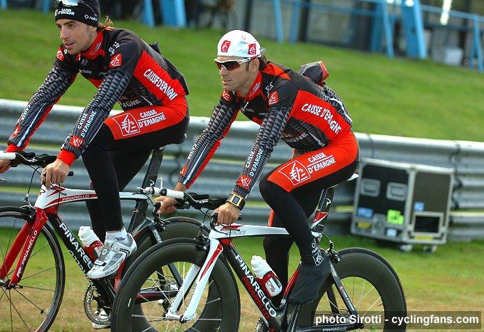www.cyclingfans.net/images/2009_vuelta_a_espana_assen_gp_circuit_alejandro_valverde_caisse_d_epargne.jpg