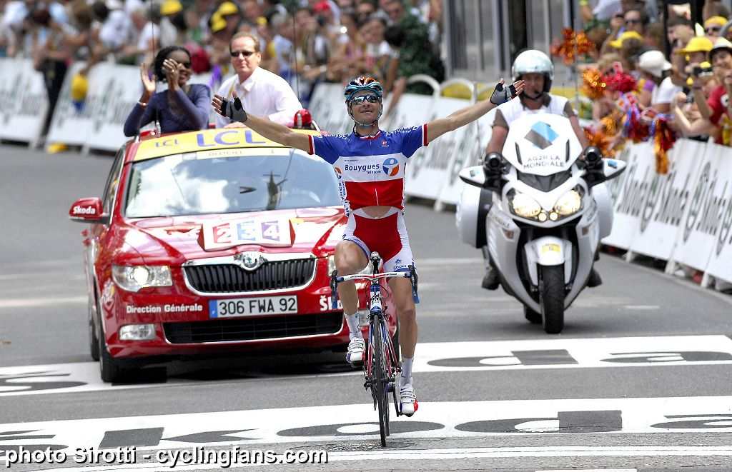 2010_tour_de_france_stage15_thomas_voeckler_bbox_bouygues_wins1.jpg