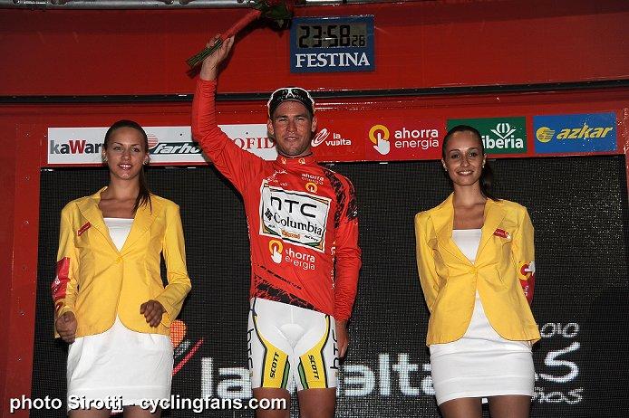 Photos Vuelta 2010 2010_vuelta_a_espana_stage1_TTT_sevilla_mark_cavendish_htc-columbia_podium_girls1a