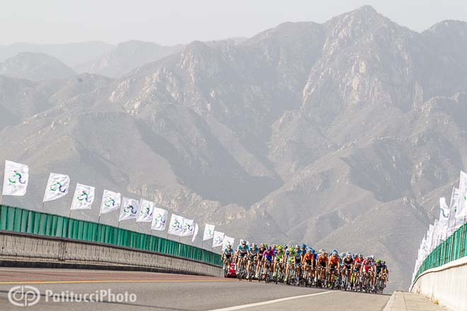 www.cyclingfans.net/2012/images/2012_tour_of_beijing_stage4_peloton_cycling_landscapes.jpg